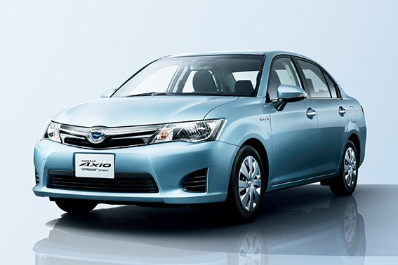 TMC Launches Corolla Hybrids in Japan