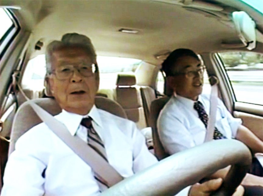 Mr. Hasegawa driving the 9th generation Corolla to see if the quality and performance have been inherited from the first-generation Corolla.
