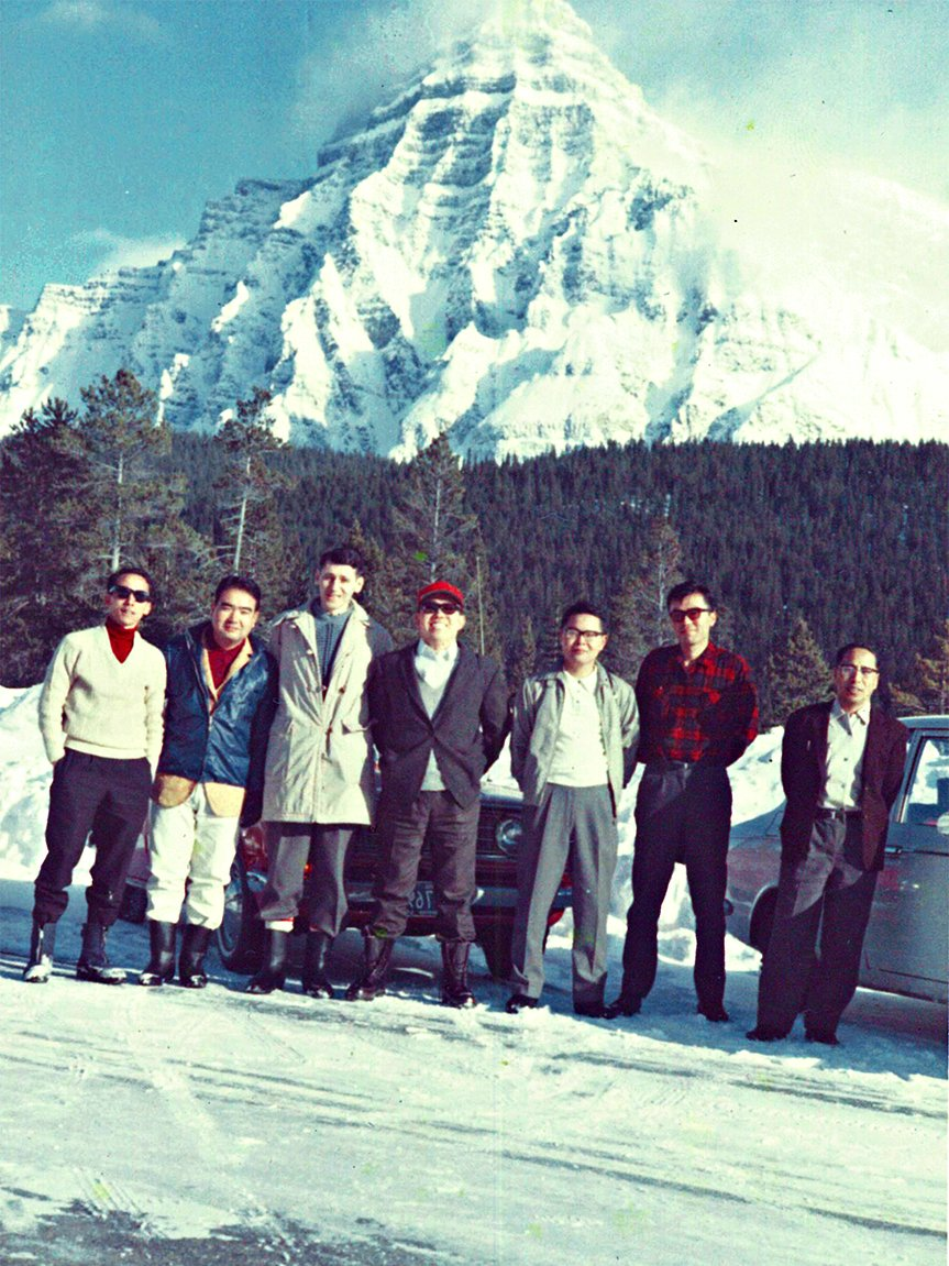 Driving test around the Canadian Rockies during the severe winter (Mr. Sasaki is on the left end)