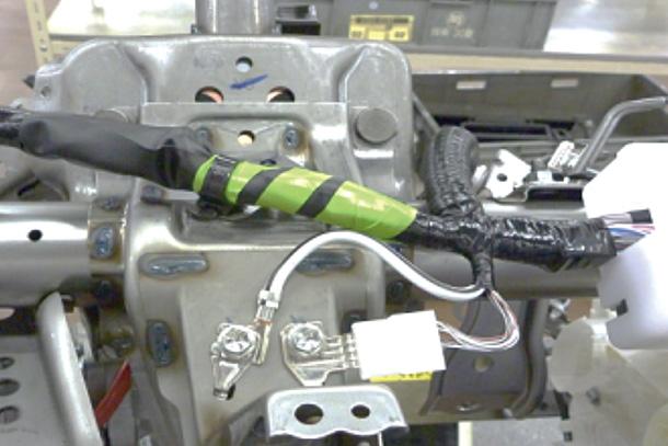 ワイヤーハーネス視認性向上テープの採用