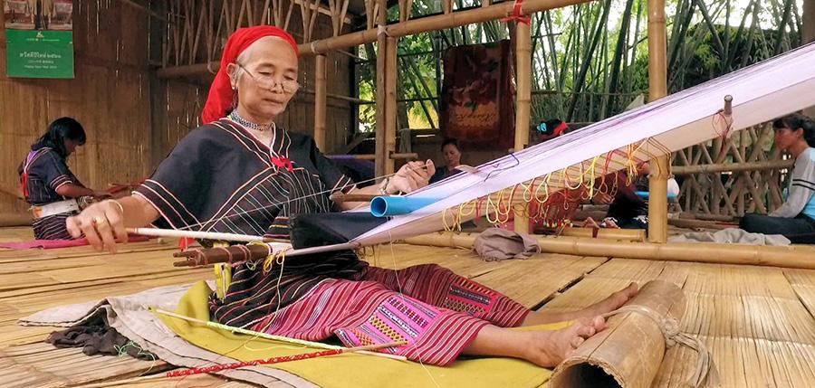 カレン族の伝統文化である手織り