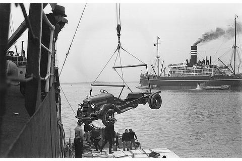 Loading of initial vehicles for export (1936)