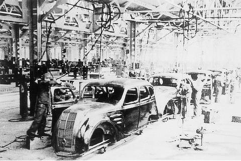 Koromo Plant - body assembly line (1938)