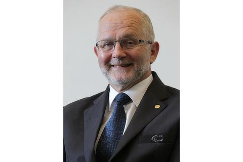 取締役 Sir Philip Craven