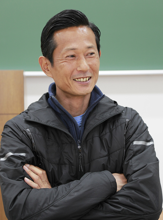Coach Fumiaki Kobayashi (associate professor at Nippon Sport Science University)