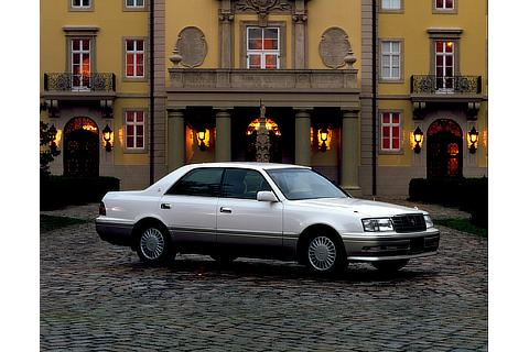 1995 Crown (10th generation)