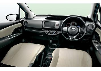 1.3F (2WD) (内装色:アイボリー(設定色)) 〈オプション装着車〉