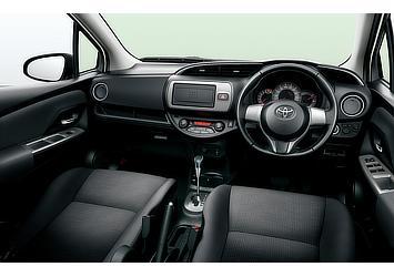 1.5U (内装色:ブラック) 〈オプション装着車〉