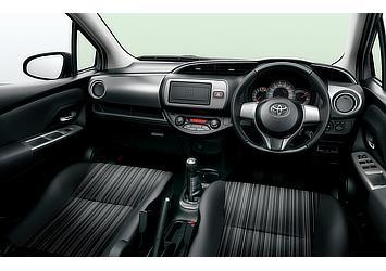 1.5RS (MT) (内装色:ブラック) 〈オプション装着車〉