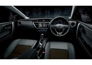 """特別仕様車 150X""""Blackish Lounge"""" (2WD) (内装色:ダークグレー) 〈オプション装着車〉"""
