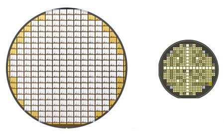 Left:Silicon power semiconductor wafer (transistor) Right:SiC power semiconductor wafer (transistor)