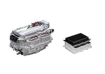 左:シリコンパワー半導体採用PCU(現行品) 右:SiCパワー半導体採用PCU(目標サイズ)