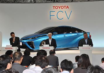 From left (all TMC): Satoshi Ogiso, managing officer; Mitsuhisa Kato, executive vice president; Yasuhiko Sato, managing officer (FCV presentation)