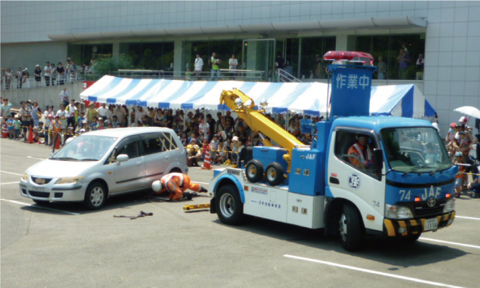 Tow truck towing demonstration | Toyota Motor Corporation Official Global  Website