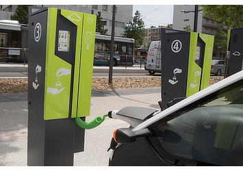 Toyota COMS charging at 2014 Citélib by Ha:mo charging station