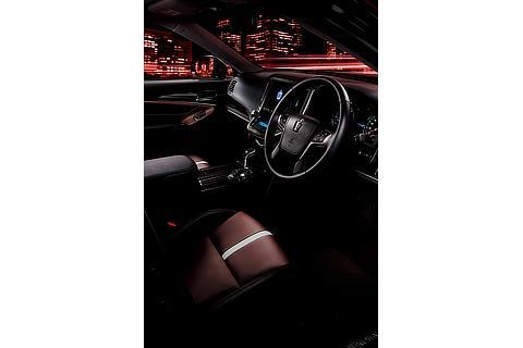 """特別仕様車 Hybrid アスリートS """"Black Style"""" (設定色:テラロッサ) 〈オプション装着車〉"""