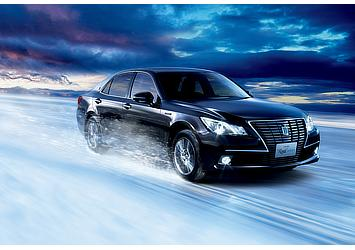 Hybrid ロイヤルサルーンG Four (ブラック) 〈オプション装着車〉
