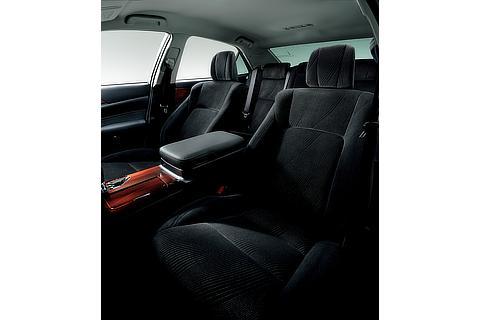 """特別仕様車 Hybrid ロイヤルサルーン """"Black Style"""" (設定色:ブラック) 〈オプション装着車〉"""