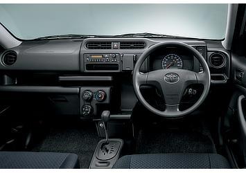 DX (1.3L・2WD)