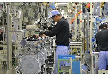Lexus NX turbo engine being assembled at Kanda Plant, Kyushu