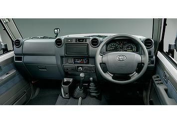 Land Cruiser 70 pickup interior (Japan commemorative re-release; with options)