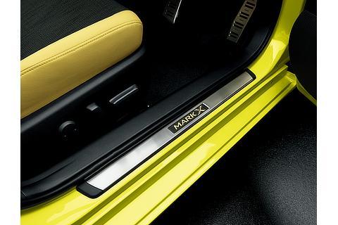 特別仕様車 ステンレス製ドアスカッフプレート (フロント車名ロゴ入り/イエロー)