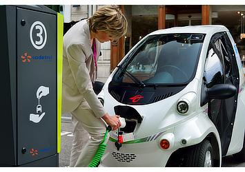 "Toyota COMS at a charging station for ""Cité lib by Ha:mo"" EV sharing trial in Grenoble, France"
