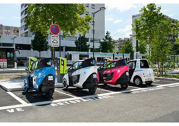 """Toyota i-ROAD and COMS at a charging station for """"Cité lib by Ha:mo"""" EV sharing trial in Grenoble, France"""