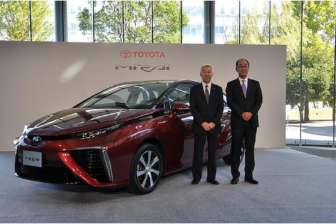 Launch of Mirai fuel cell sedan (left: Mitsuhisa Kato, Executive Vice President right: Yoshikazu Tanaka, Deputy Chief Engineer)
