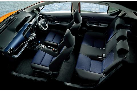 S (内装色:ブルーブラック)〈オプション装着車〉