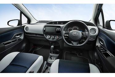 """特別仕様車 F""""Smart Style""""(1.3L・2WD)〈オプション装着車〉"""