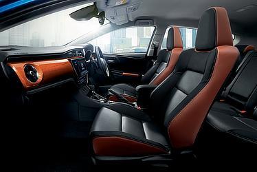 120T (内装色:ブラック) 〈オプション装着車〉