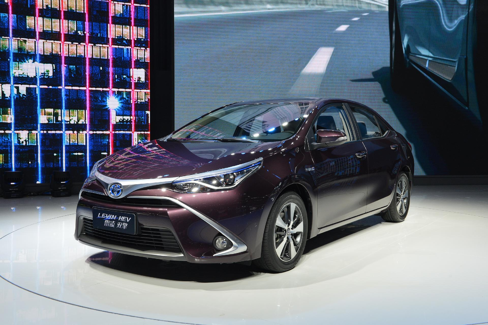 2017 Rav4 Hybrid Review further How Long Will Hybrid Car Batteries Last moreover 2018 Toyota Prius Two Eco Review moreover Capacitors further 7698425. on prius hybrid battery