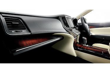 Hybrid ロイヤルサルーンG (内装色:フラクセン) 〈オプション装着車〉