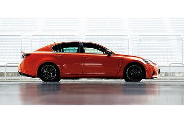 GS F (ラヴァオレンジクリスタルシャイン) 〈オプション装着車〉