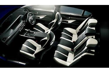 GS F (インテリアカラー:ブラック&アクセントホワイト) 〈オプション装着車〉