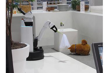 長時間の外出時は、ロボットが愛犬の見守りをサポート