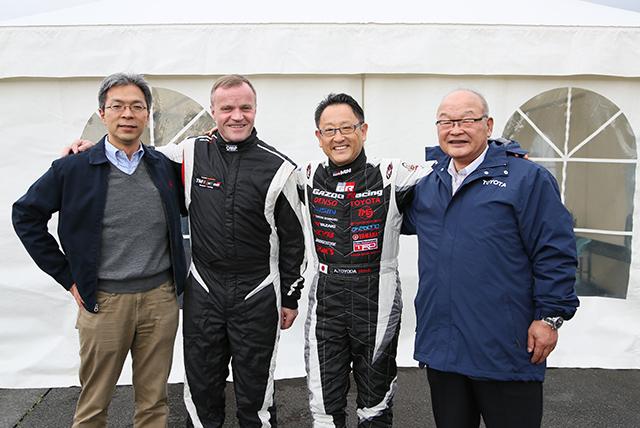 (左から)佐藤俊男、トミ・マキネン、豊田章男、嵯峨宏英