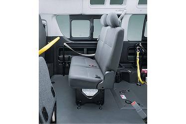 """車いす仕様車 """"ASタイプ"""" 2人掛けスペースアップシート シート使用時"""