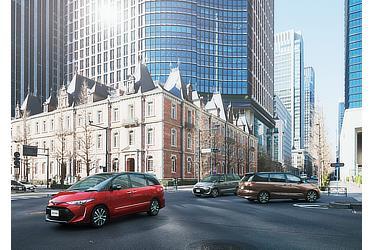 (左):エスティマ AERAS PREMIUM-G (2WD・7人乗り) (ブラック×レッドマイカメタリック) 〈オプション装着車〉 (中):エスティマ AERAS PREMIUM (2WD・7人乗り) (ブラック×アイスチタニウムマイカメタリック) 〈オプション装着車〉 (右):エスティマ AERAS SMART (2WD・7人乗り) (ブラック×ダークシェリーマイカメタリック) 〈オプション装着車〉