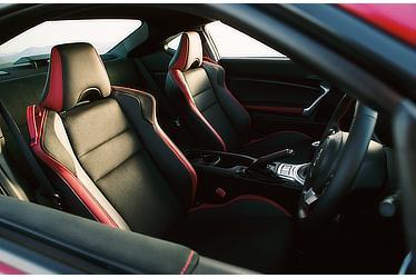 "GT""Limited"" (6MT) (内装色:レッド&ブラック) 〈オプション装着車〉"