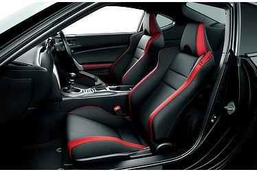 GT (6MT) (内装色:レッド&ブラック) 〈オプション装着車〉