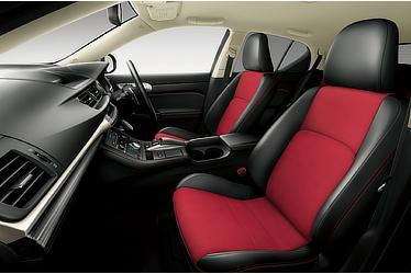 """CT200h特別仕様車""""Cool Touring Style""""(インテリアカラー : レッド&ブラック)<オプション装着車>"""
