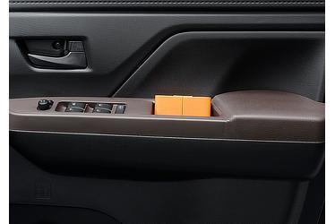 G:フロントドアプルハンドルポケット (運転席・助手席)