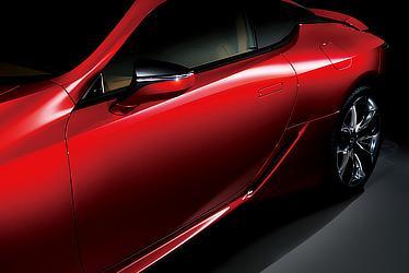 LC500 (ラディアントレッドコントラストレイヤリング) 〈オプション装着車〉