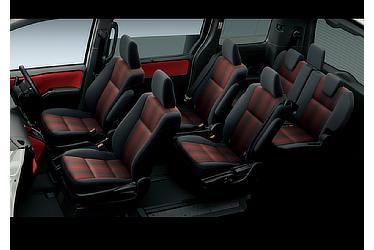 ZS (ハイブリッド車) (7人乗り) (内装色:ブラッドオレンジ&ブラック(設定色)) 〈オプション装着車〉