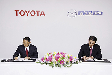Signing of partnership agreement between Mazda and Toyota