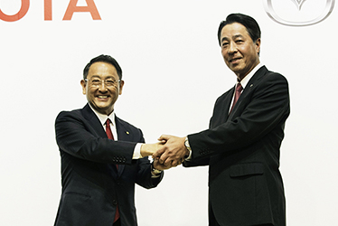 Left: Toyota President and CEO Akio Toyoda, right: Mazda President and CEO Masamichi Kogai