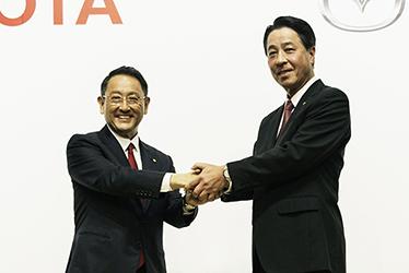 Left: Toyota President and CEO Akio Toyoda, right: Mazda President and CEO Masamichi Kogai