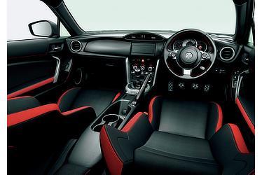 GT(内装色 : レッド&ブラック)<オプション装着車>
